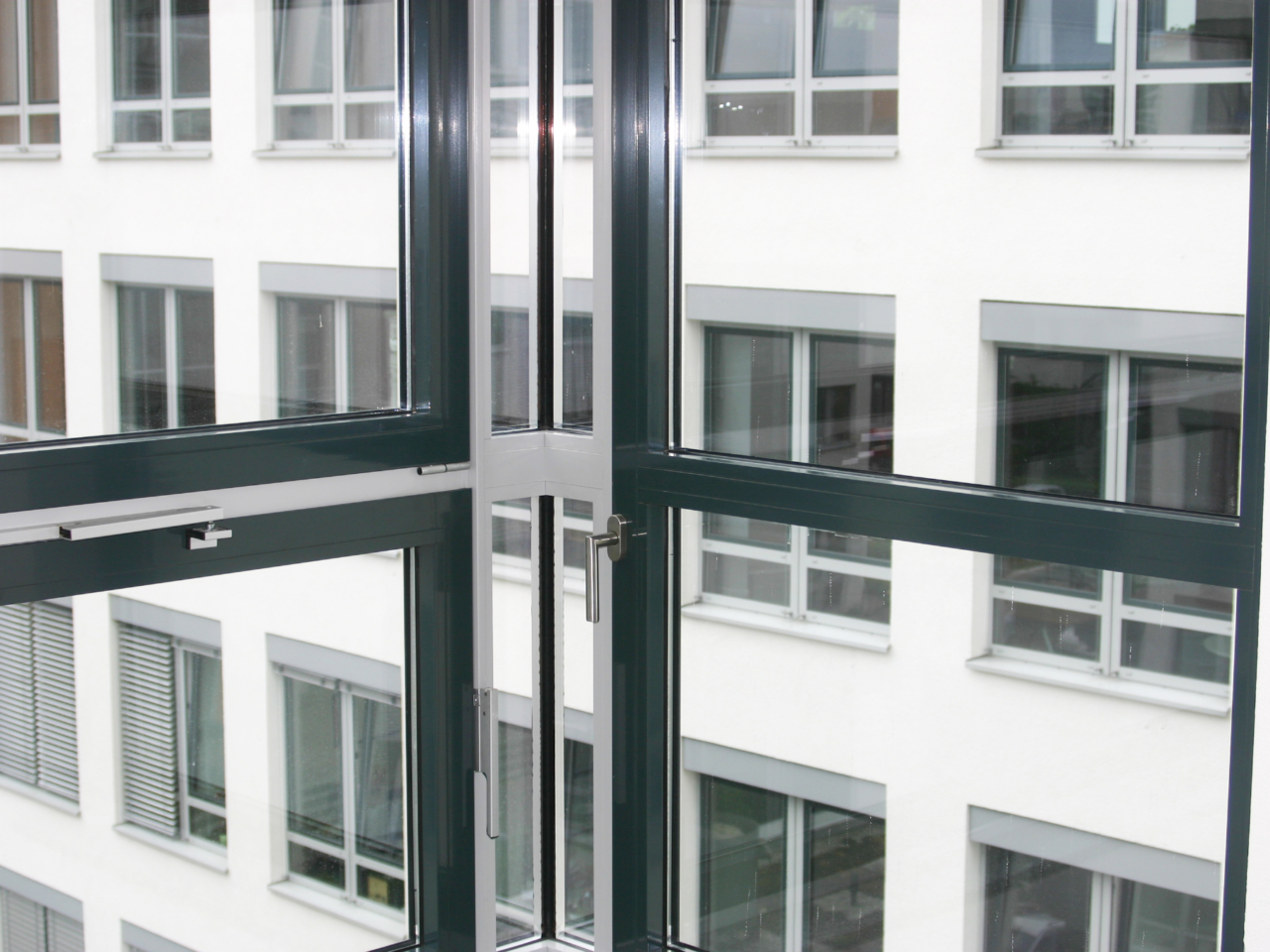 Treppenhaus Bürogebäude Hugenottenalle Neu-Isenburg